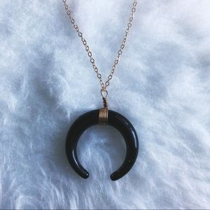 ✨🐂black double horn gold necklace🐂✨